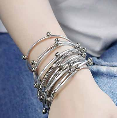woman-wearing-Boho-Chic-Stacking-Leather-Bracelet-colour-silver