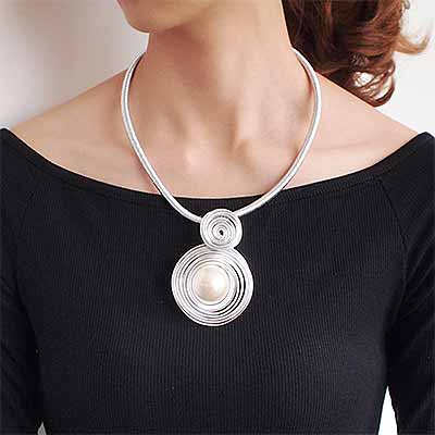 woman-wearing-mother-of-pearl-mesh-collar-colour-silver-mayfairtrends