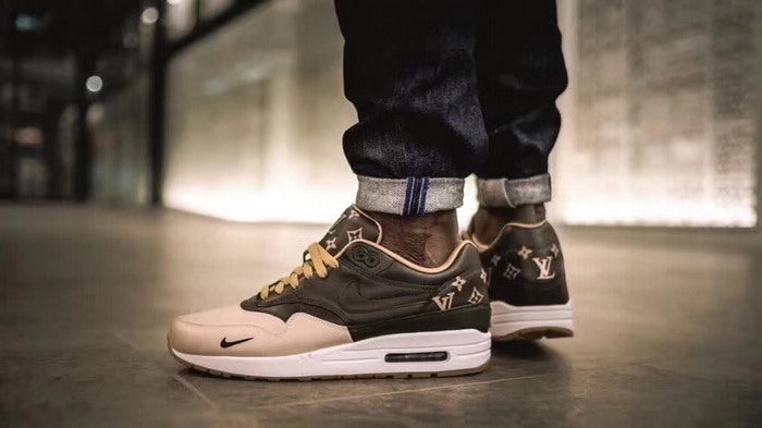 Nike Air Max 90 x Supreme X LV Black/Beige