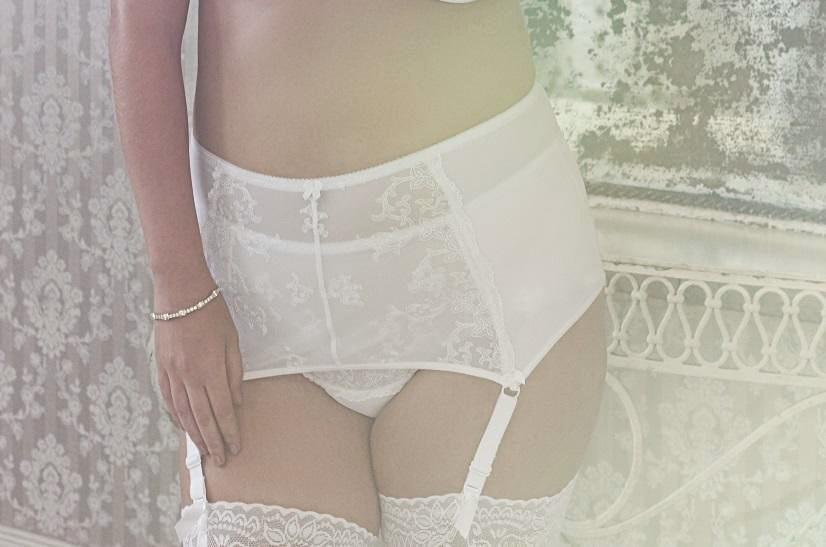 White Lace Wide Plus Size Suspender Belt Garter
