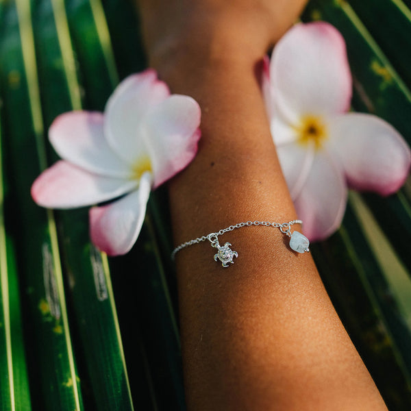 HANALEI Sterling Silver Tiny Sea Turtle Bracelet with Aquamarine Shard