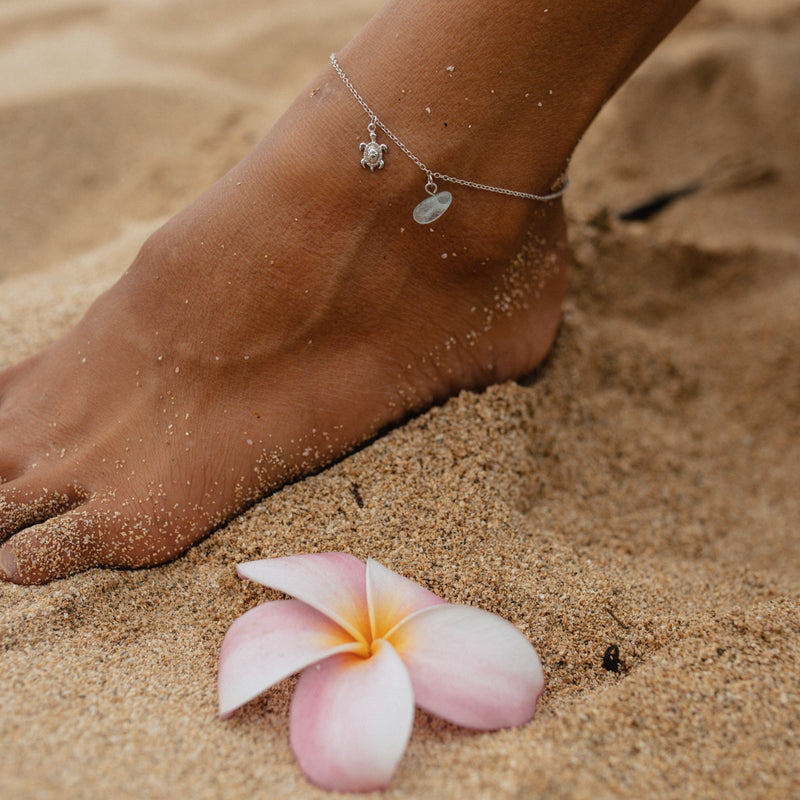 HANALEI Sterling Silver Tiny Sea Turtle Anklet with Aquamarine Shard