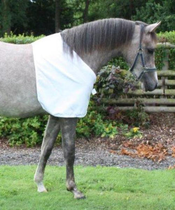 Bossy's Bib designed with cutaway neck for Arabian Horses, silky layer protects horses shoulders, chest and wither from rug rubs, allows rubbed areas to regrow.