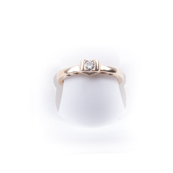 LADIES HEART DIAMOND  RING2.3 GRAMS  IN 10KY, this is Pre-Owned Item #290457D