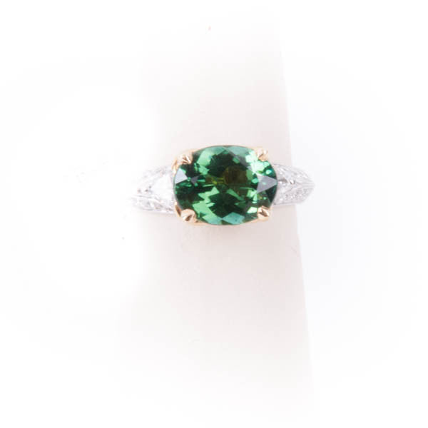 LADIES DIAMOND & GREEN RING 18KW #V39632
