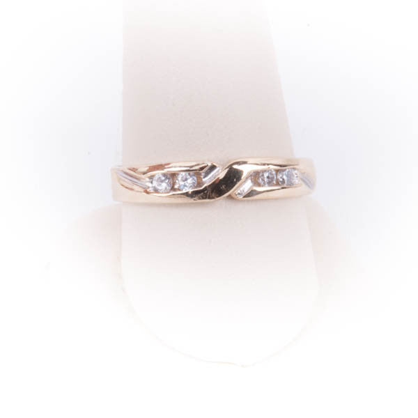 LADIES DIAMOND WEDDING RING 3.6GRAMS IN 14KY #334975A