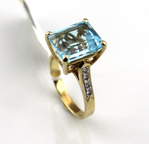 Ladies 14KY Gold 5.8ct Blue Topaz & Diamond accent Ring, Pre-owned item #345880d