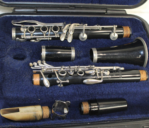 CL300 Selmer Clarinet, this is Pre-Owned Item #T7494
