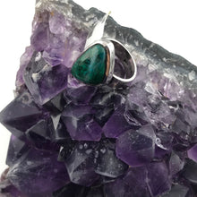 Sterling Silver Large Green Stone Ladies Ring, size 7,75, New item #V29703