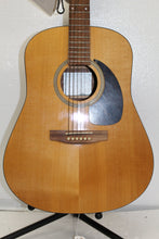 Seagull SM-6 Spruce Guitar, this is pre-owned item, this is Pre-Owned Item #1927