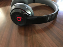 Beats Solo2 Wireless On-Ear Headphone, this is Pre-Owned Item #301999