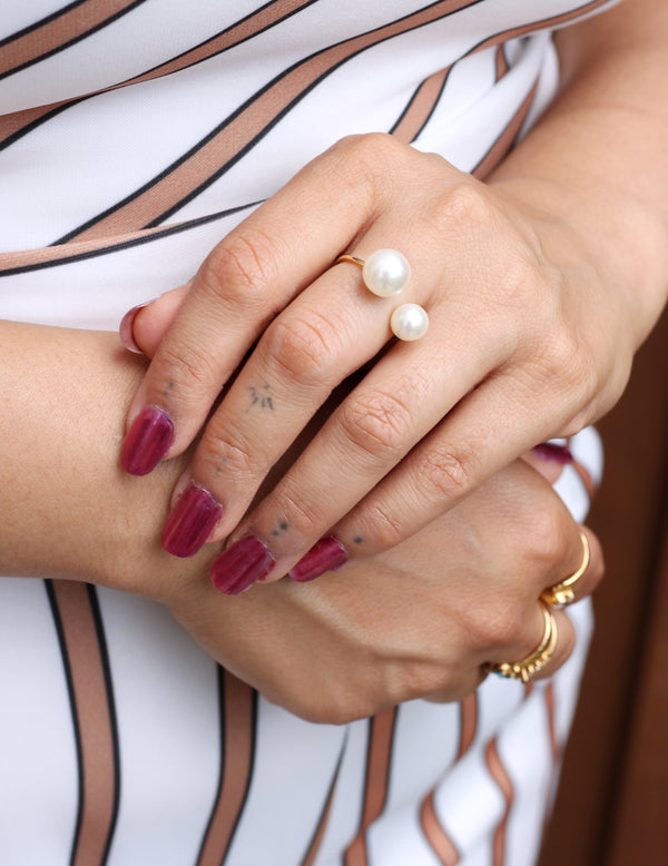 Adjustable Pearl Ring - Missworldlondon