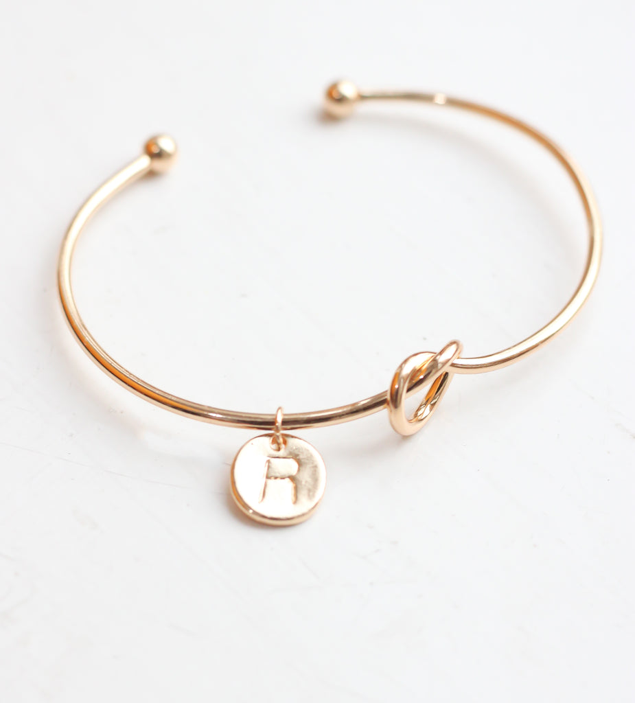 Gold knot Bracelet with Personalised Initial Charm - R - Missworldlondon