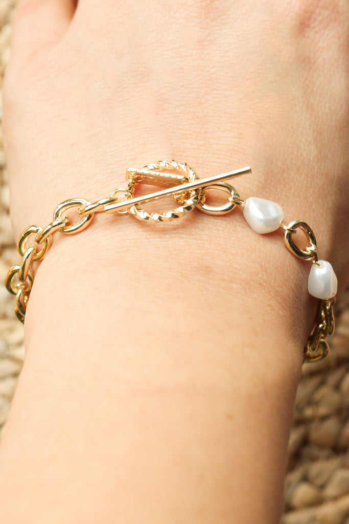 Chain Bracelet With Pearl Details - Missworldlondon