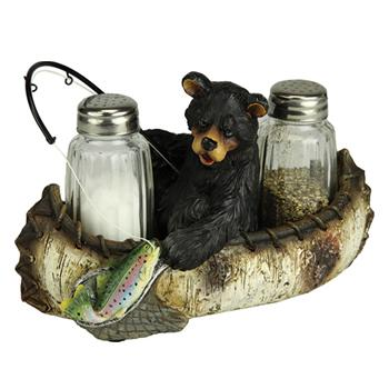 River's Edge Fishing Bear Salt and Pepper Set