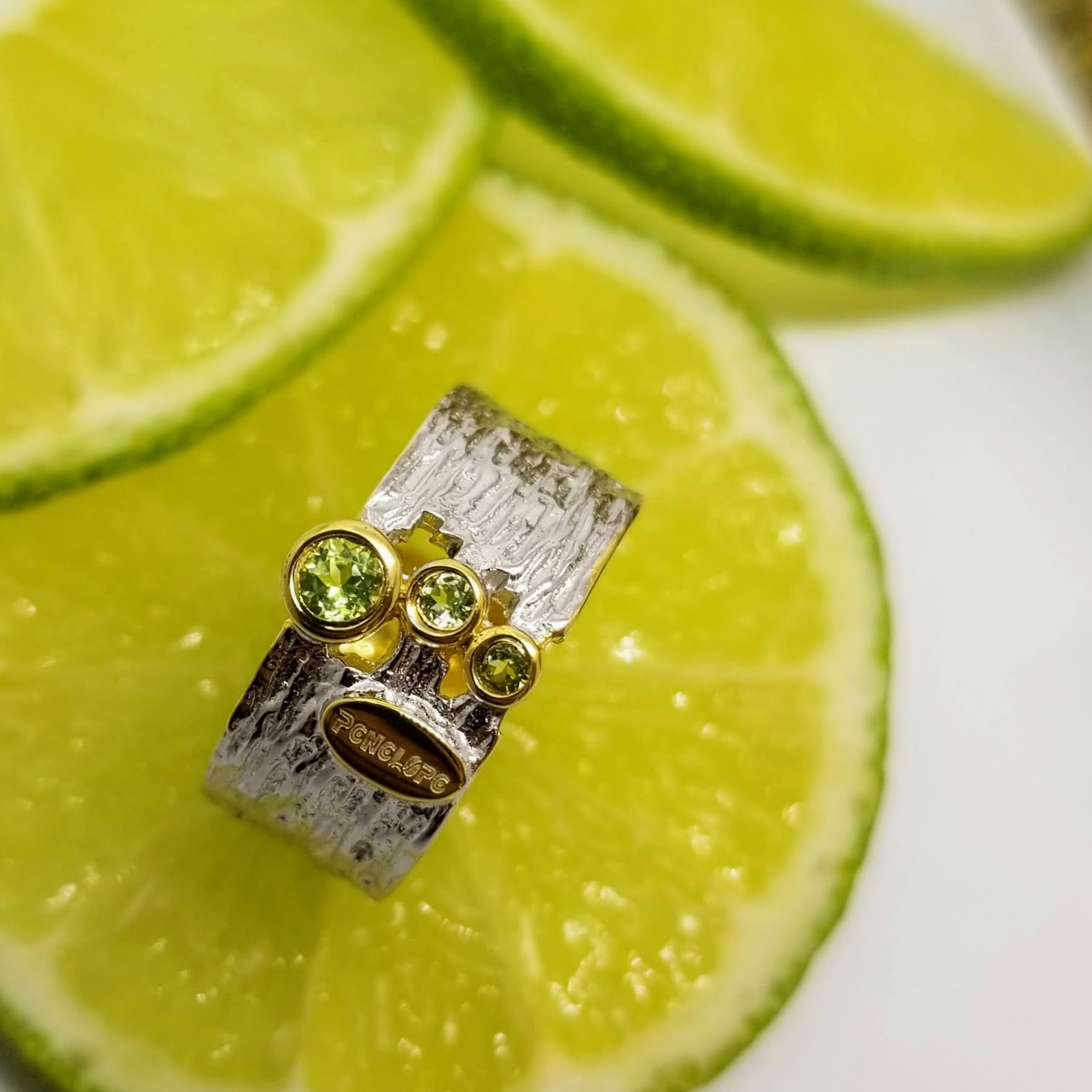Peridot Gemstone  ring - penelope-it.com