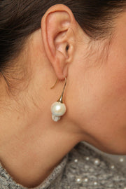 modern pearl drop earrings with gold