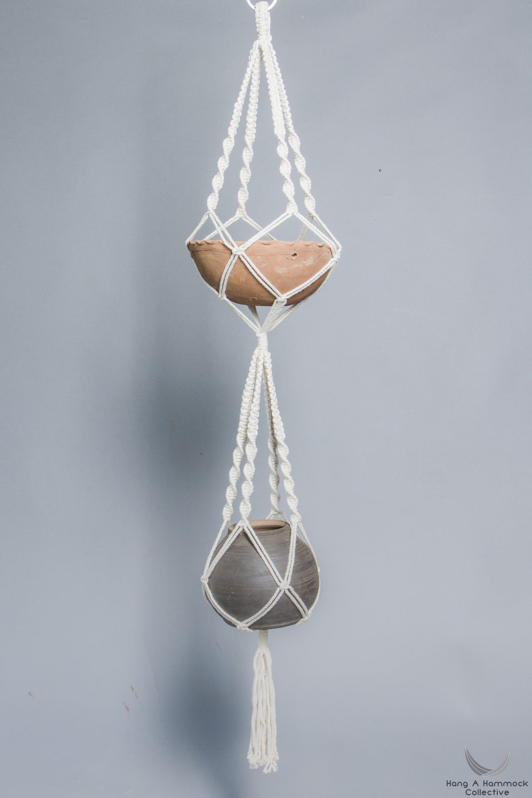 double Plant hanger in Macrame holding two terracotta pots - Cream color- Model 02 - studio photo