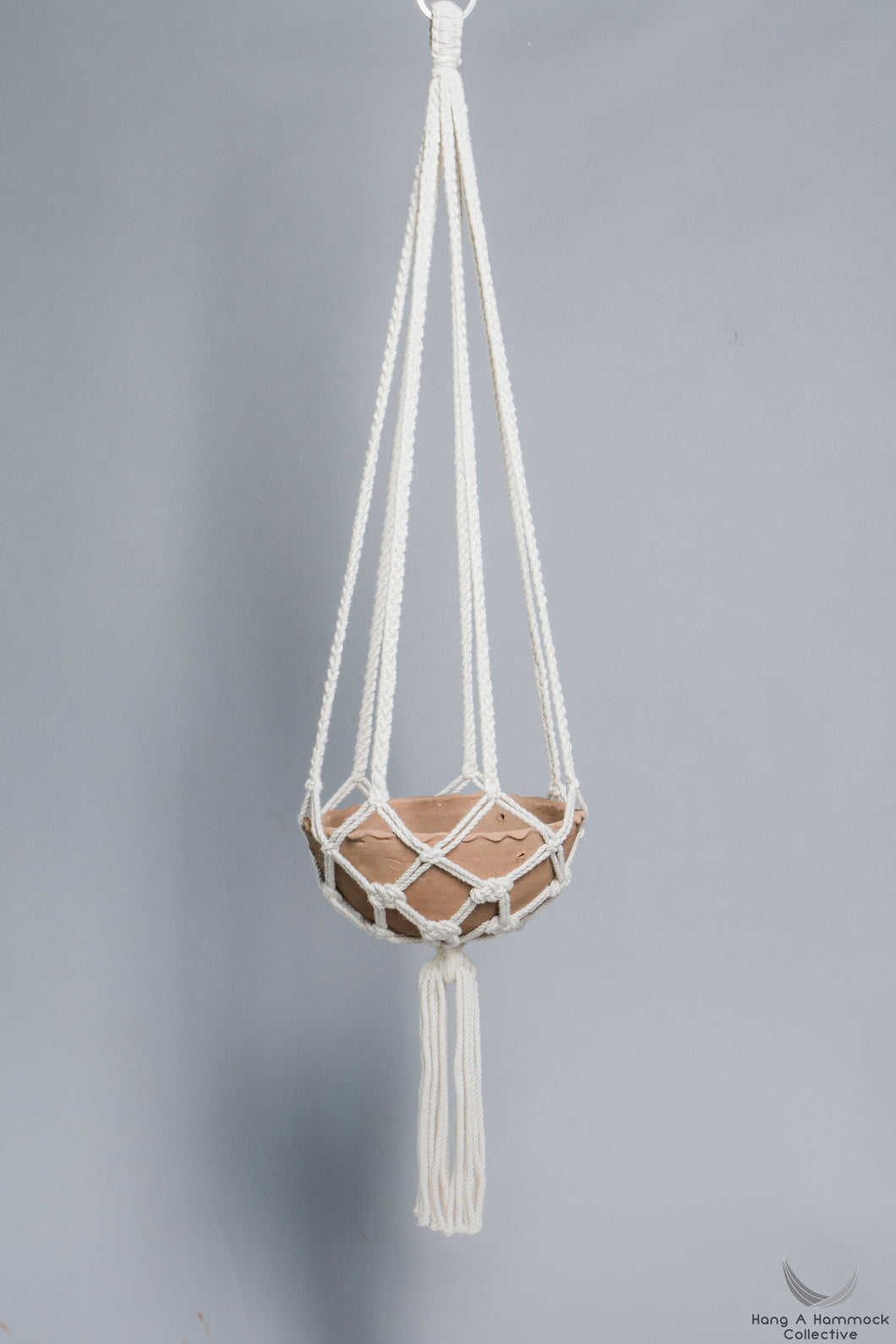 Plant holder in Macrame holding a terracotta pot - Cream color- Model 03 - studio photo