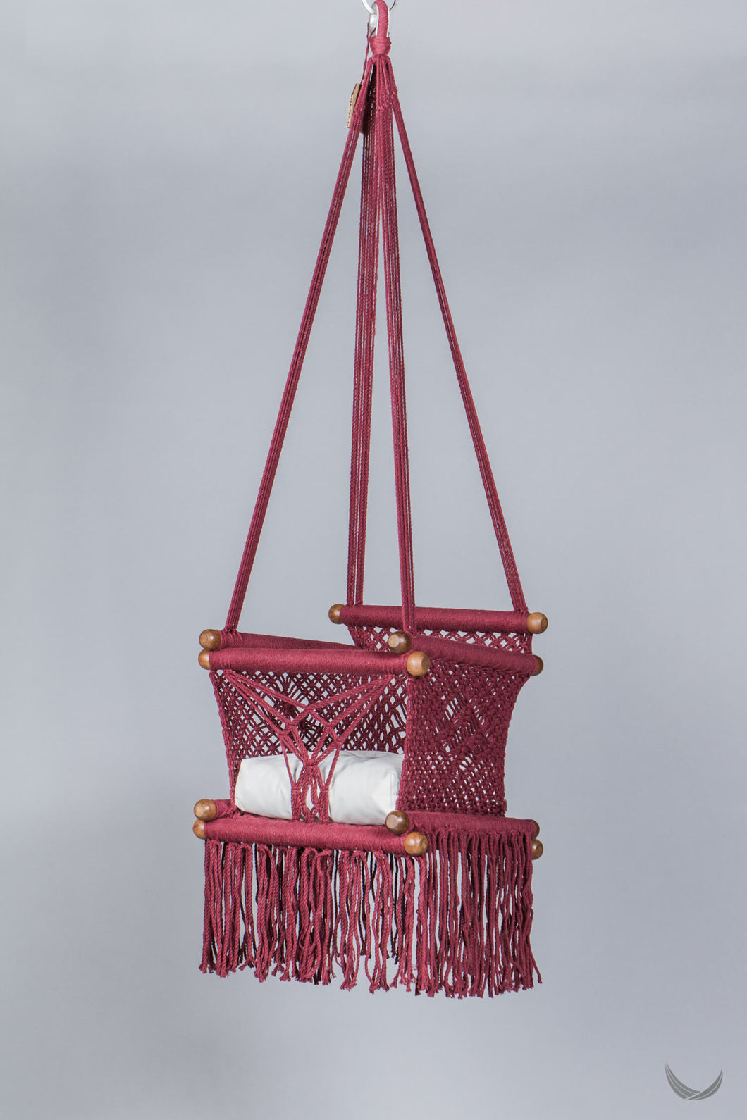 macrame swing  in bordeaux with off-white cushion