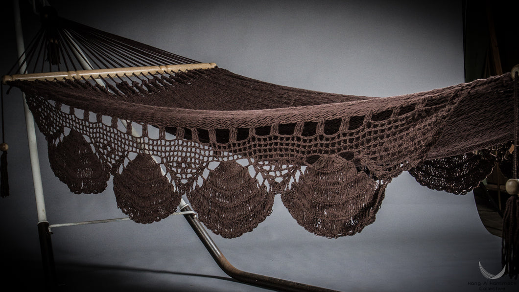 hammock crochet fringe model Nicaragua Kipla - brown color - studio photo