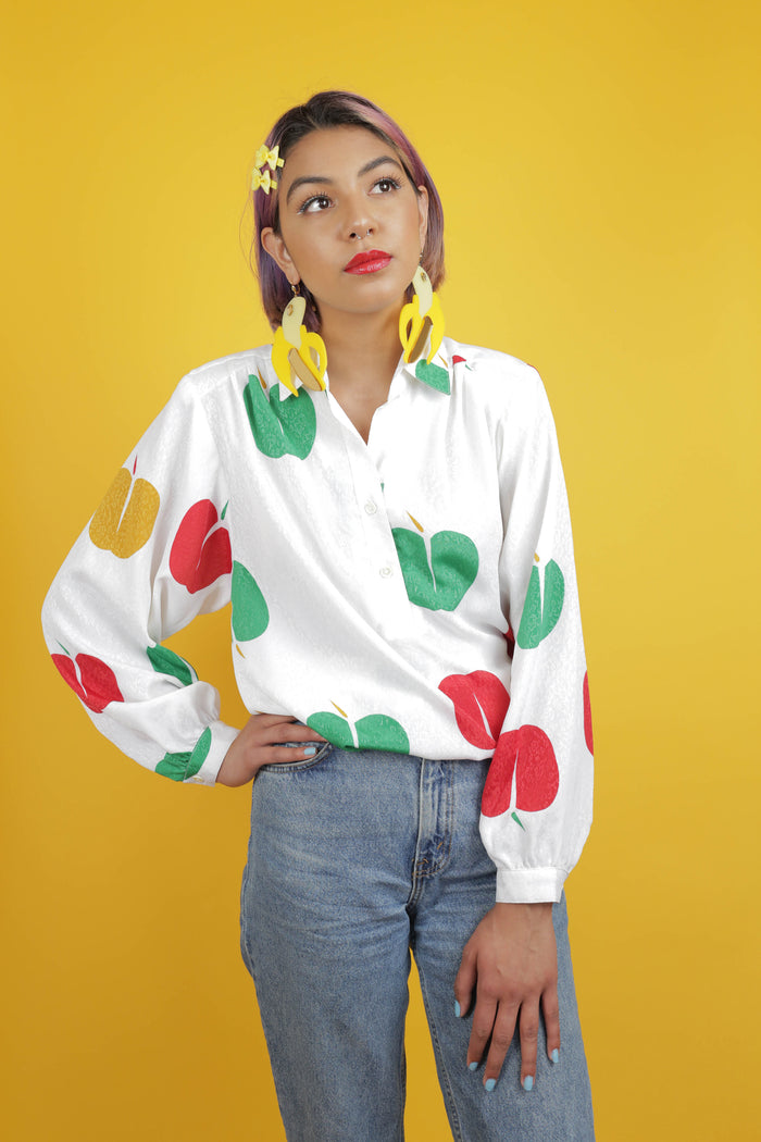 Adorable vintage silk top with unique apple print