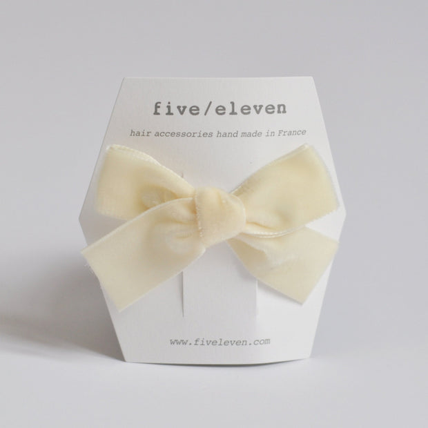 Five/Eleven Medium Velour Hair Clip Bows in ivory