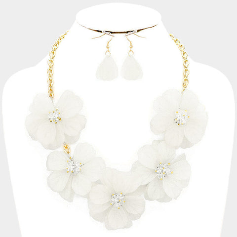 White Flower Necklace Set