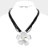 Metal Flower Pearl Necklace Set