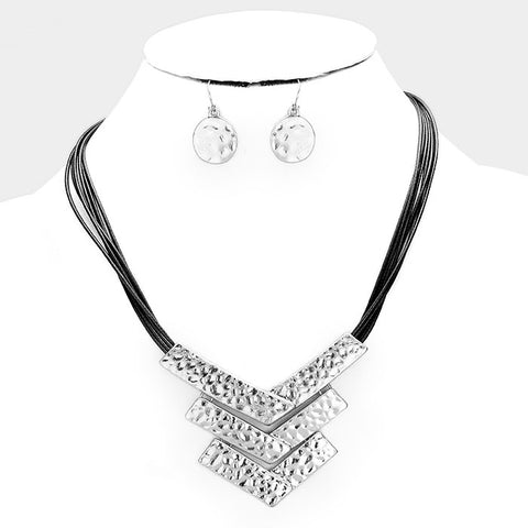 Triple V Necklace Set