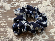 069 CLT Floral Scrunchies (Navy/Cream)