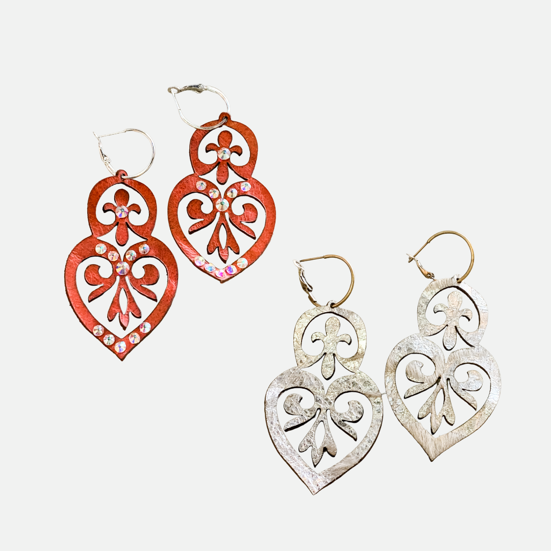 Double Heart Leather Earrings (Main)
