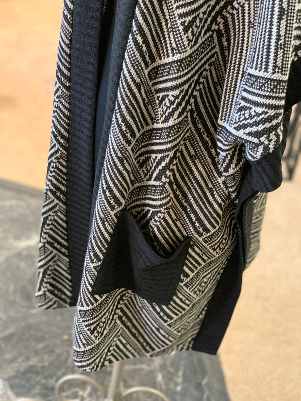 Tribal Pocket Poncho (Closeup Pocket)