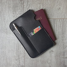 VIAJA SOLO Passport Sleeve