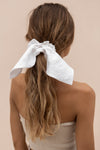 SIENNA SCRUNCHIE - WHITE