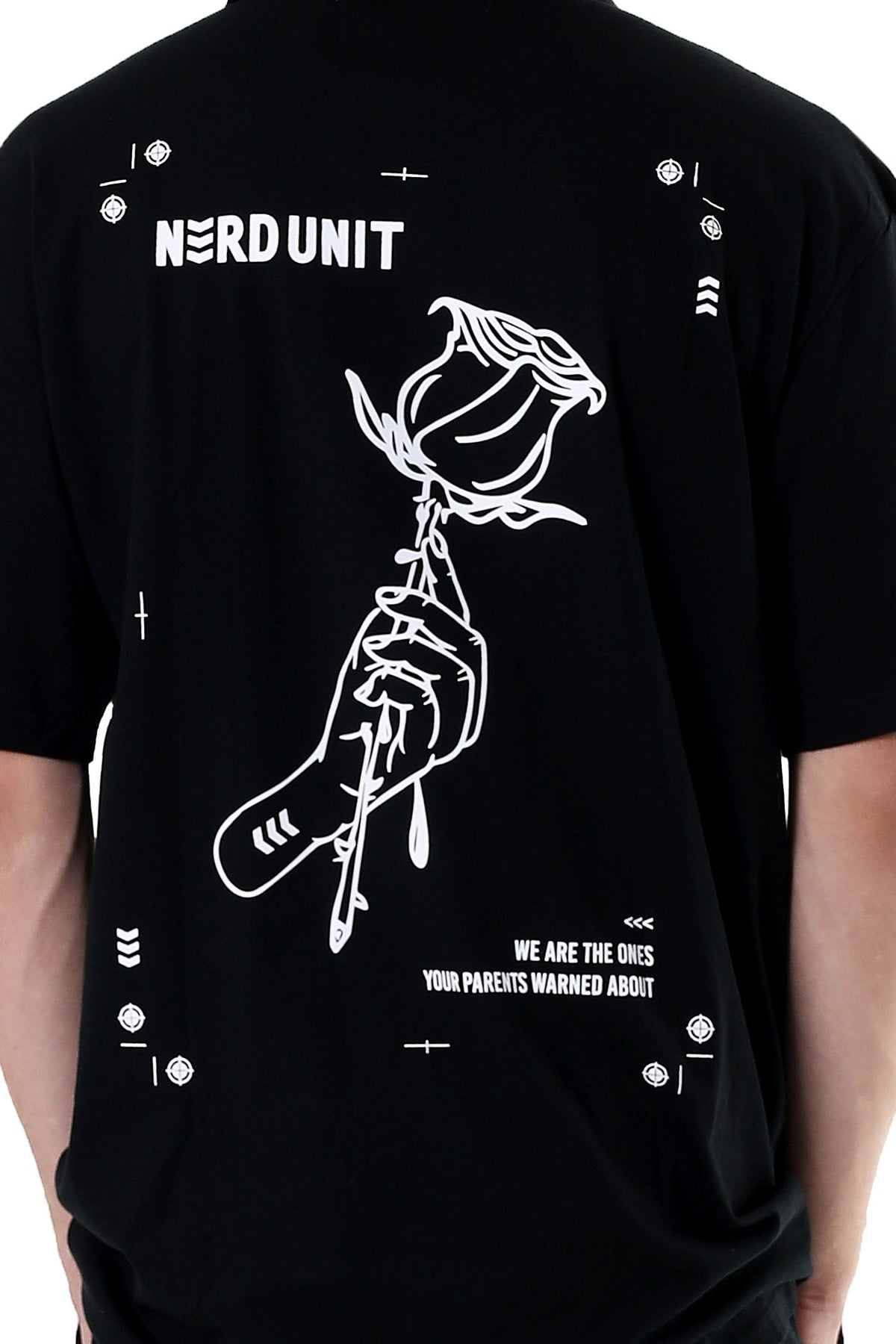 ROSE IN HAND TEE | BLACK