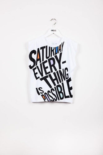 Little Fashion Addict - INDEE - Belgische mode voor tienermeisjes - Witte T-shirt met zwarte letters 'Saturday everyting is possible'