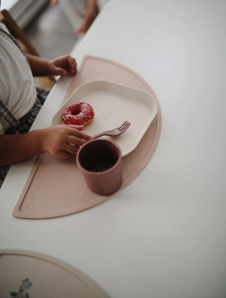 Little Fashion Addict - Mushie - Siliconen Placemat - Blush