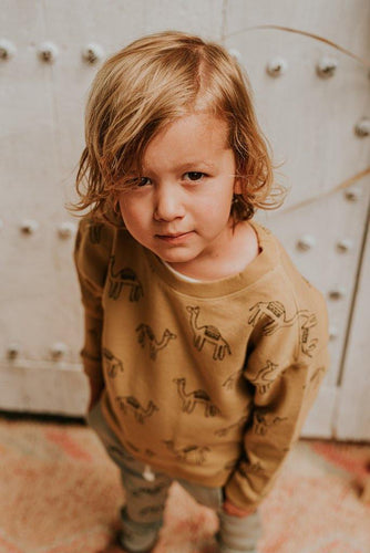 Little Fashion Addict - Sproet & Sprout - Sweater Print Camel  - Sfeerfoto