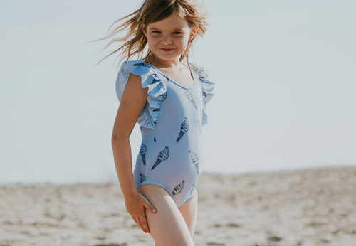 Little Fashion Addict - Sproet & Sprout - Zomercollectie 2021 - Badpak Bright Blue - Icecream - Sfeerfoto