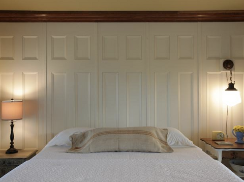 wall pannelling behind bed