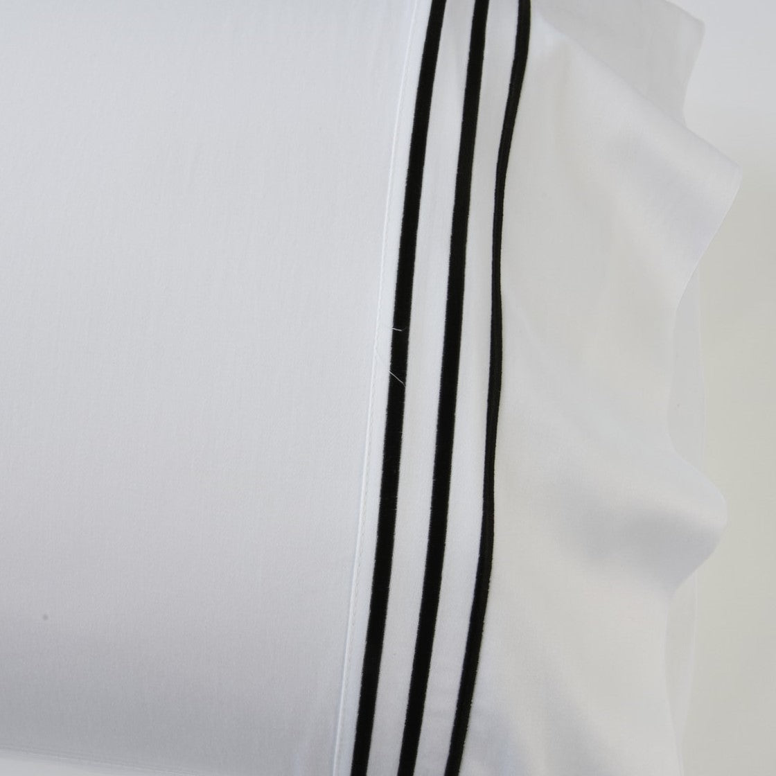 1000 Thread Count Sheet Set - White with Black Embroidery Lines - Hotel Luxury