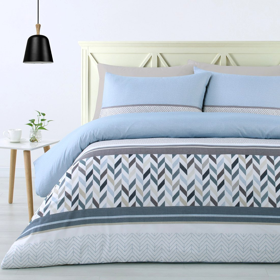 Geometric design duvet cover set. 180TC soft feel polyester quilt cover set.