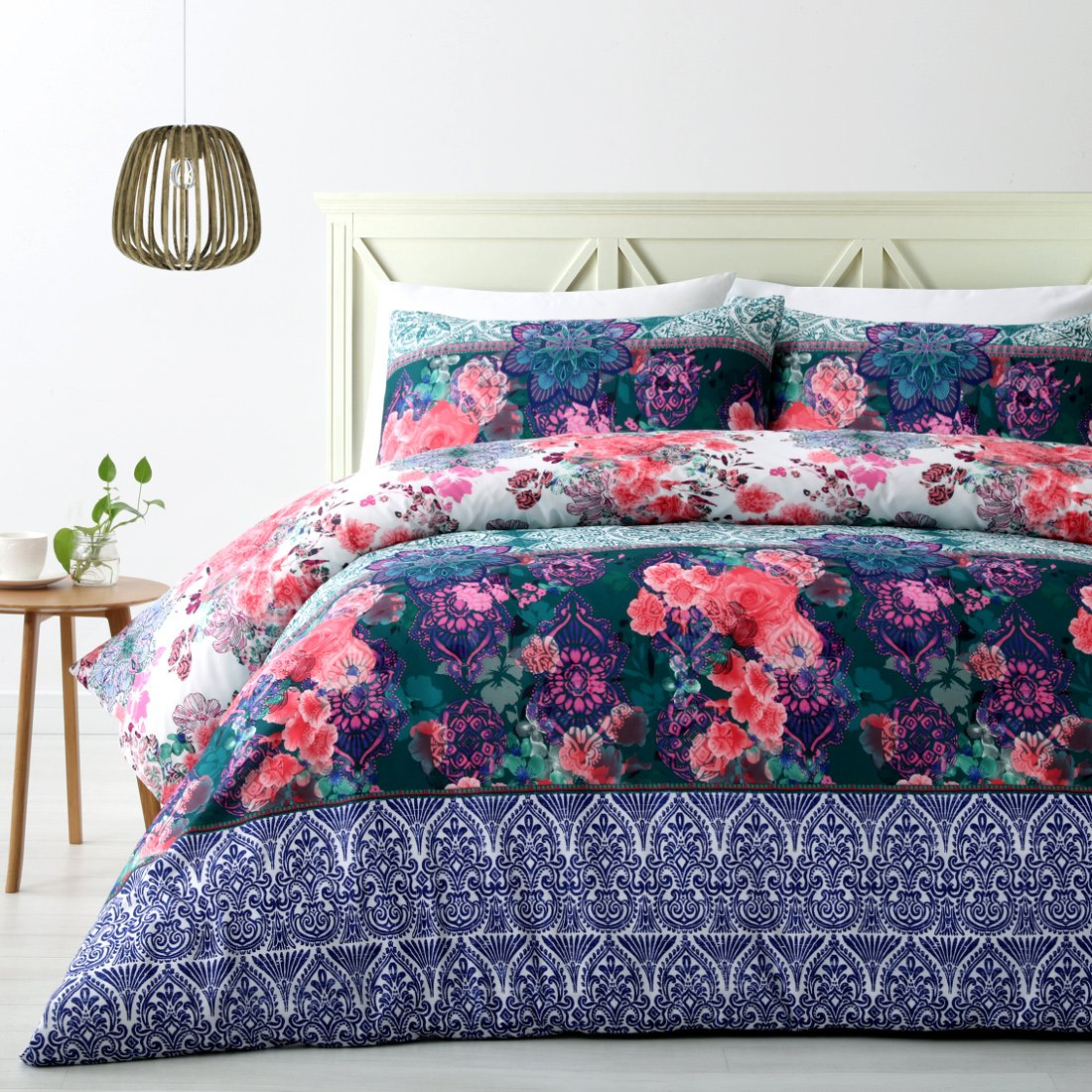 Colors of spring in this duvet cover set. Blue, Green and Pink quilt cover set.