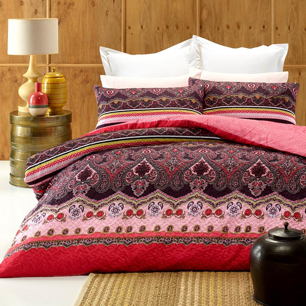 Burgundy and pink, quilted effect quilt cover set. Reversible duvet cover set.