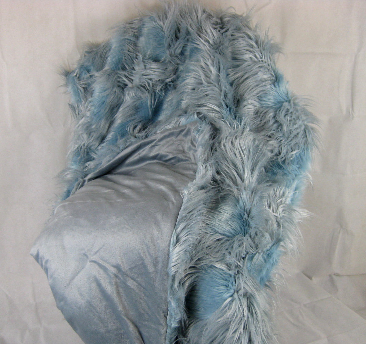 WALDROF Faux Fur Throw