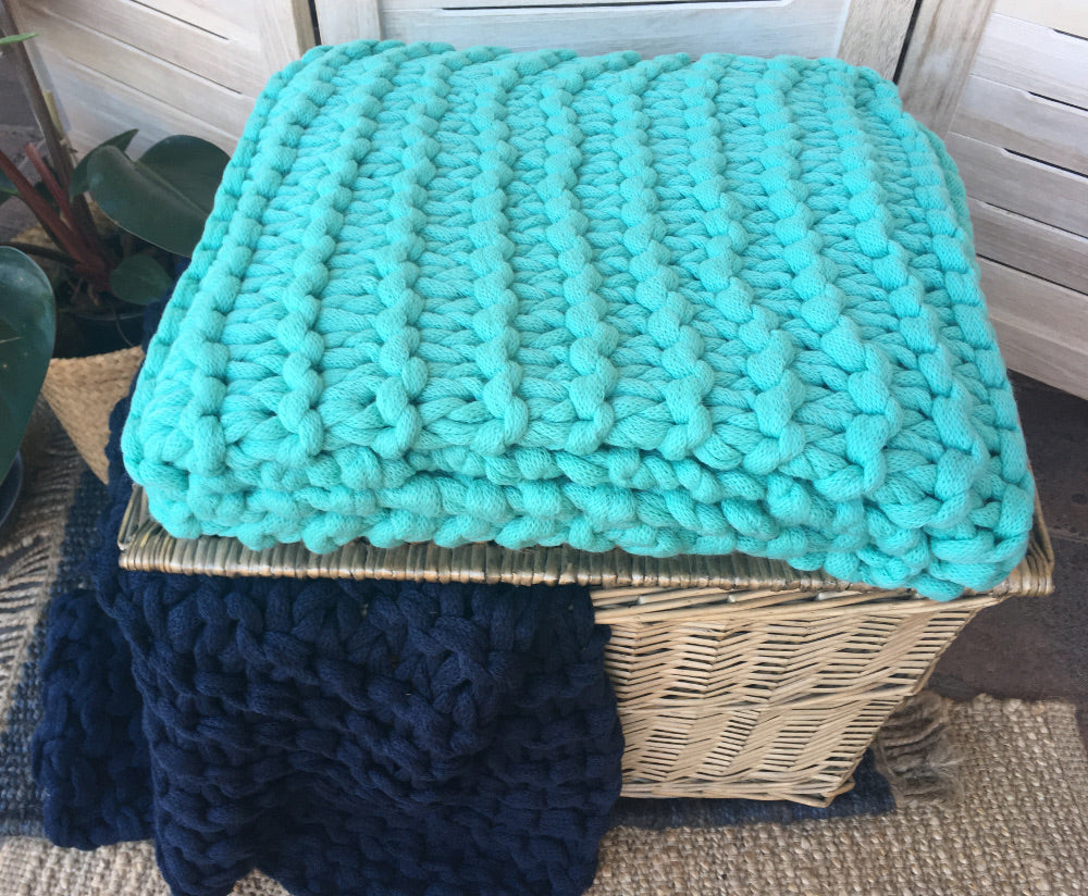 Chunky knitted throw Aqua