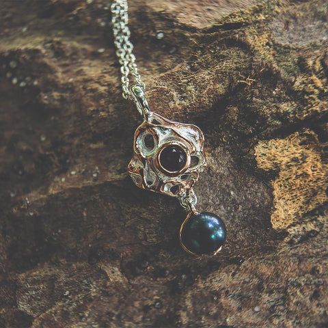 Sterling silver black pearl pendant with garnet, necklace included