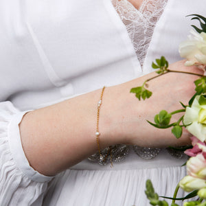 Delicate bridal pearl bracelet | minimalist wedding jewelry | Manon