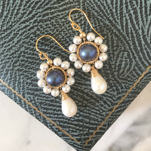 Black Pearl Flower Earrings | Marguerite
